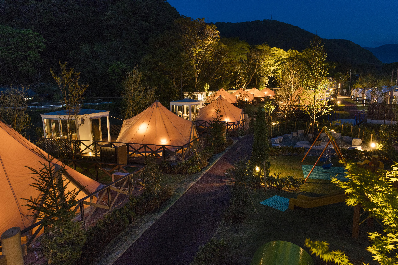 東京ラスクがプロデュースするグランピング施設《Ufufu Village》にペットが泊まれる新施設がゴールデンウィークにオープン!