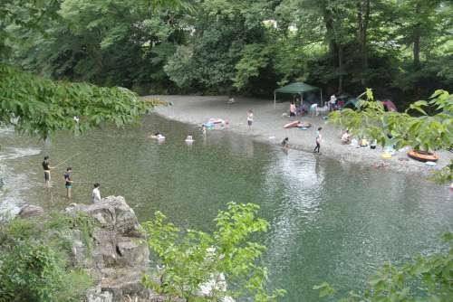 愛犬とのお出かけスポット「 秋川渓谷」で川遊び&バーベキュー