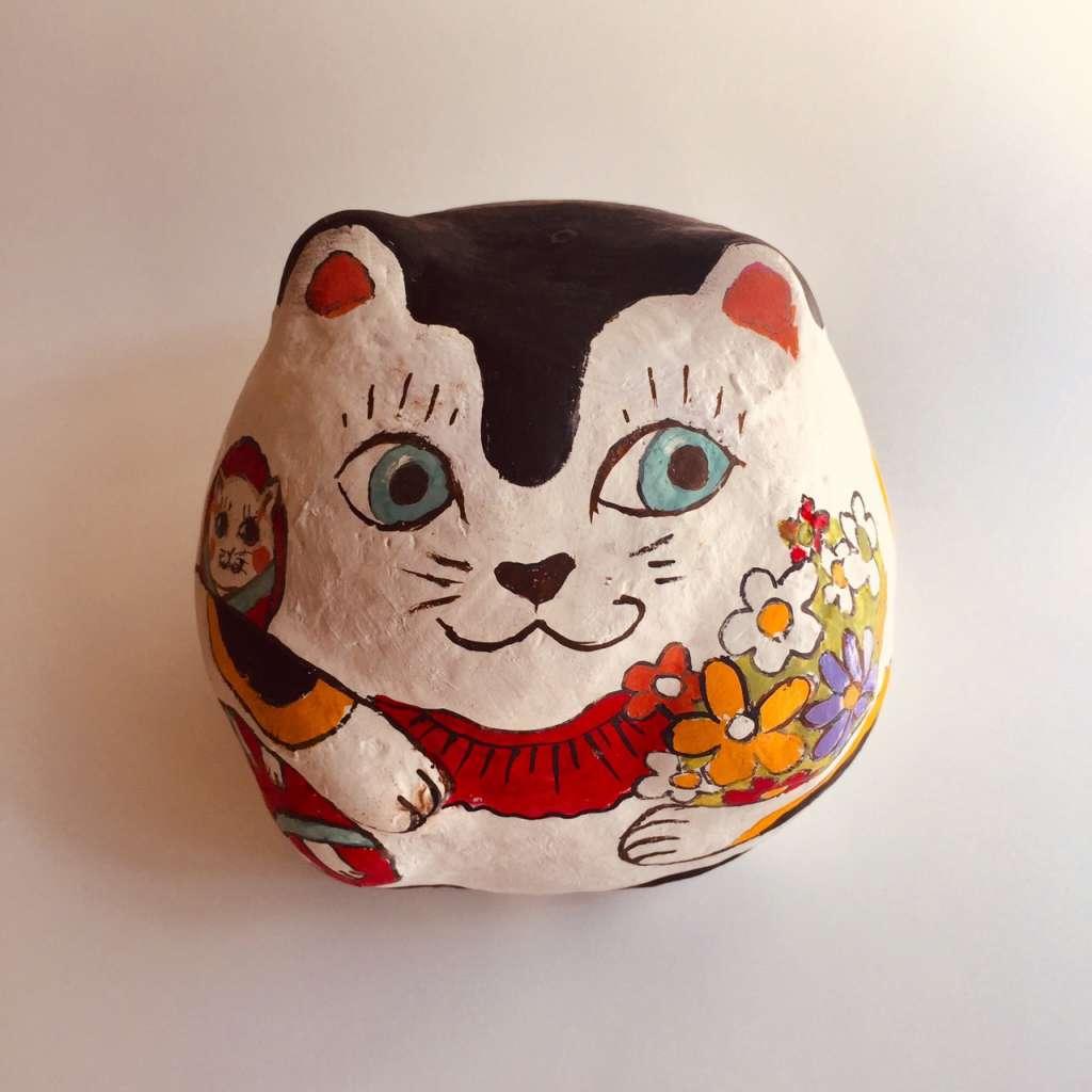 猫もの作家約20組の物販ブースと陶器猫の絵付け&猫の刺繍ブローチのワークショップ