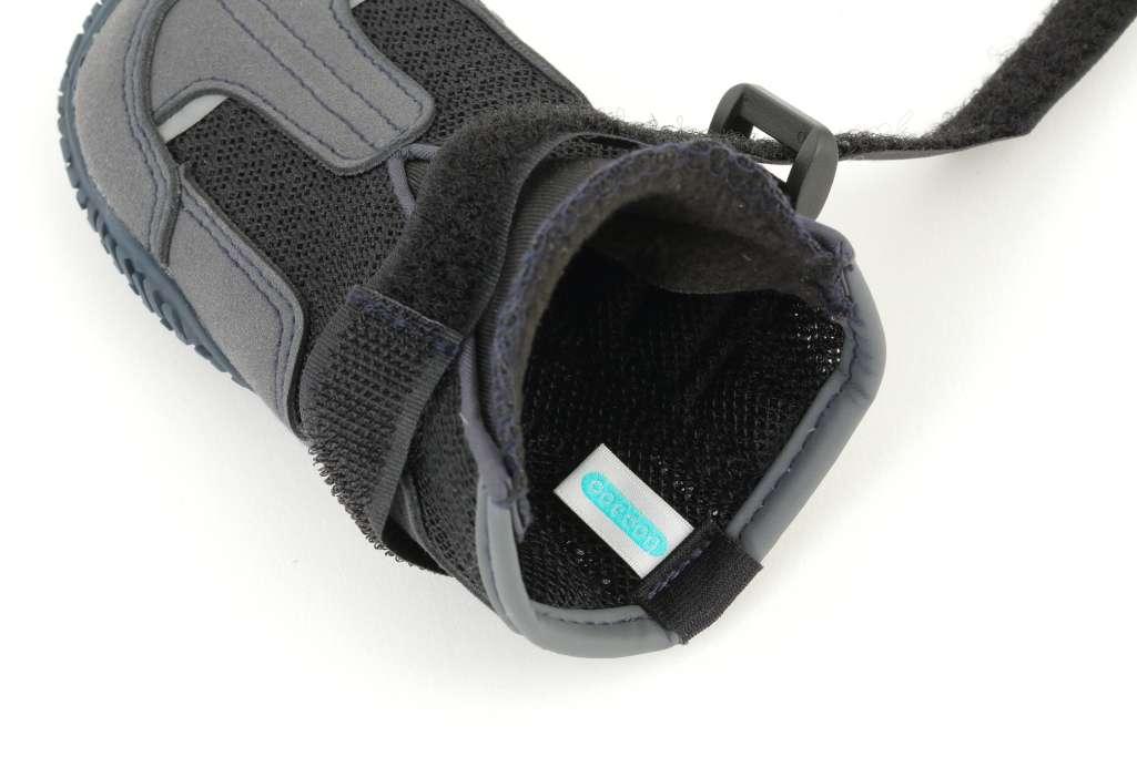 商品特徴③:履かせやすく、脱げにくい