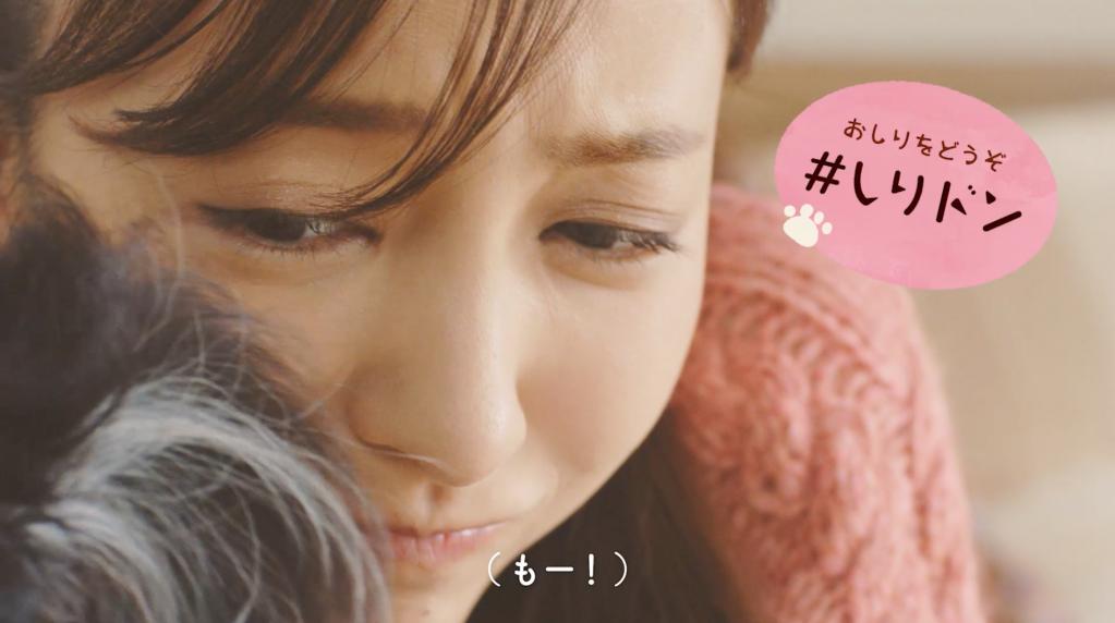 """#愛犬ほっこりあるある(5)""""おしりをどうぞ""""『#しりドン』"""