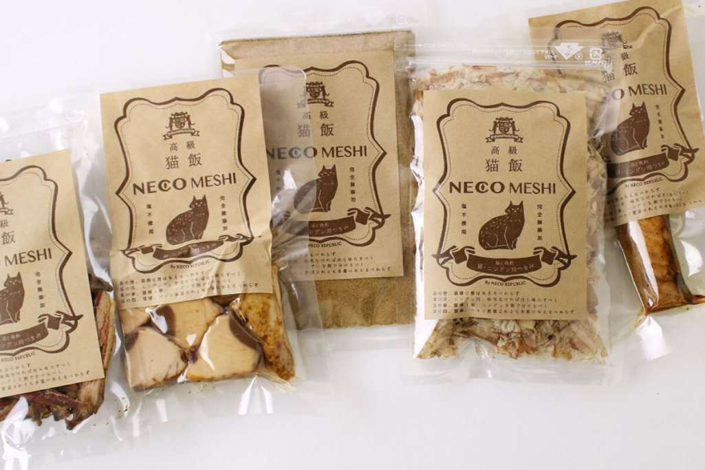 完全無添加・塩不使用の「猫飯」(5種類)とのセット商品も用意