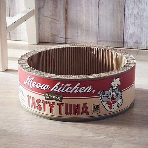 「爪とぎ Tuna Can」価格:1,980円/ツナ缶をモチーフにした ユニークなデザインの丸型爪とぎです。