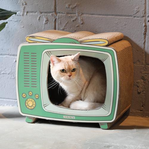 「爪とぎ TV」価格:1,980円/レトロなテレビをモチーフにした爪とぎ。 上に乗ったり中に入った姿を楽しめます。