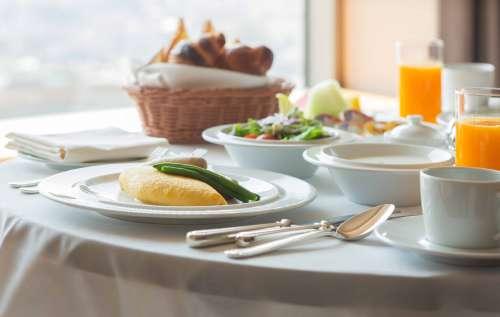 お部屋を離れずにご朝食をお召し上がりいただけます。